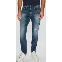 Tommy Jeans - Jeansy. Niebieskie jeansy męskie z dziurami marki Tommy Jeans. Za 499,90 zł.