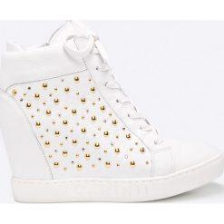 Carinii - Botki. Szare buty zimowe damskie marki Carinii, z gumy, z okrągłym noskiem, na koturnie, na sznurówki. W wyprzedaży za 329,90 zł.