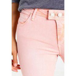 Mavi ADRIANA  Jeans Skinny Fit peach. Czerwone boyfriendy damskie Mavi. W wyprzedaży za 188,30 zł.