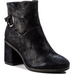 Botki TAMARIS - 1-25932-39 Navy 805. Niebieskie buty zimowe damskie Tamaris, z materiału. W wyprzedaży za 229,00 zł.