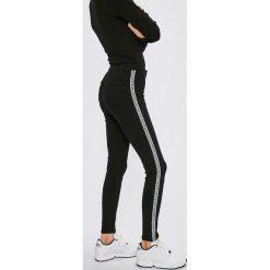 Miss Poem - Jeansy. Czarne jeansy damskie marki Miss Poem, z podwyższonym stanem. W wyprzedaży za 89,90 zł.
