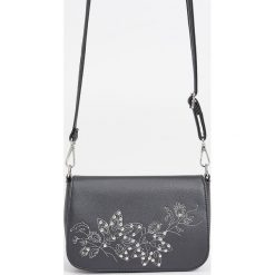 Torebki klasyczne damskie: Mała torebka z odpinanym paskiem – Czarny