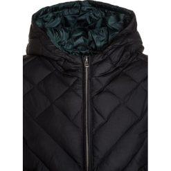 Sisley JACKET Kurtka puchowa black. Czarne kurtki chłopięce zimowe Sisley, z materiału. W wyprzedaży za 271,20 zł.