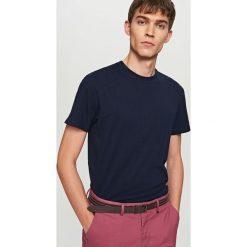 T-shirty męskie: T-shirt w prążki – Granatowy