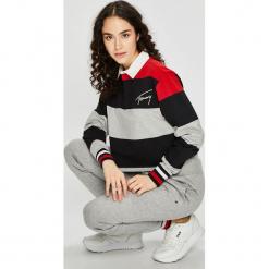Tommy Jeans - Bluzka. Szare bluzki z odkrytymi ramionami marki Tommy Jeans, l, z bawełny, casualowe. Za 399,90 zł.