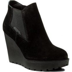 Botki CALVIN KLEIN JEANS - Sydney RE9004 Black. Czarne buty zimowe damskie Calvin Klein Jeans, z gumy, na koturnie. W wyprzedaży za 309,00 zł.