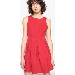 Sukienki hiszpanki: Krótka sukienka bez rękawów z okrągłym dekoltem i odkrytymi plecami
