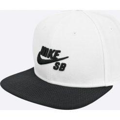Nike Sportswear - Czapka. Różowe czapki z daszkiem męskie marki Nike Sportswear, l, z nylonu, z okrągłym kołnierzem. W wyprzedaży za 89,90 zł.