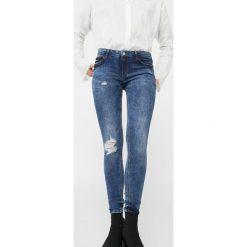 Mango - Jeansy Kim1. Niebieskie jeansy damskie rurki Mango. W wyprzedaży za 59,90 zł.