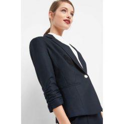 Taliowany żakiet. Czarne marynarki i żakiety damskie marki Orsay, xs, z bawełny, z dekoltem na plecach. Za 169,99 zł.