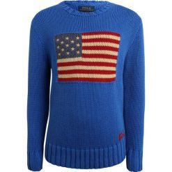 Polo Ralph Lauren FLAG TOPS SWEATER Sweter spa royal. Niebieskie swetry chłopięce marki Polo Ralph Lauren, z bawełny, polo. W wyprzedaży za 351,20 zł.