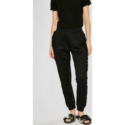 Guess Jeans - Spodnie. Szare jeansy damskie rurki Guess Jeans. Za 369,90 zł.