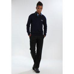 BOSS ATHLEISURE VEEH PRO Sweter navy. Niebieskie swetry klasyczne męskie marki BOSS Athleisure, m. W wyprzedaży za 503,20 zł.