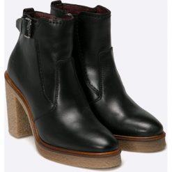 Marc O'Polo - Botki. Czarne buty zimowe damskie Marc O'Polo, z materiału, z okrągłym noskiem, na obcasie. W wyprzedaży za 269,90 zł.