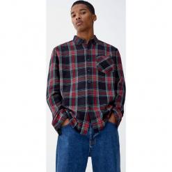 Koszula w szkocką kratę. Czarne koszule męskie Pull&Bear, m, z długim rękawem. Za 89,90 zł.