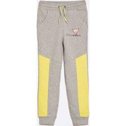Guess Jeans - Spodnie dziecięce 118-175 cm. Szare jeansy chłopięce marki Guess Jeans, l, z aplikacjami. W wyprzedaży za 89,90 zł.