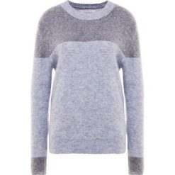 Holzweiler MACAW Sweter blue melange. Niebieskie swetry klasyczne damskie Holzweiler, xl, z elastanu. Za 989,00 zł.