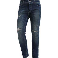 Topman Jeans Skinny Fit dark blue denim. Niebieskie jeansy męskie marki Topman. W wyprzedaży za 171,75 zł.