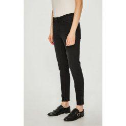 Vero Moda - Jeansy Seven. Czarne rurki damskie marki Vero Moda, z bawełny. W wyprzedaży za 99,90 zł.