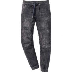 Dżinsy wsuwane Slim Fit Straight bonprix czarny denim. Czarne jeansy męskie relaxed fit marki bonprix. Za 129,99 zł.
