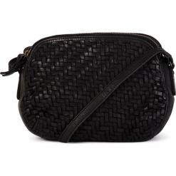 Skórzana torebka w kolorze czarnym - 23 x 17 x 8 cm. Czarne torebki klasyczne damskie neropantera, w paski, z materiału. W wyprzedaży za 318,95 zł.