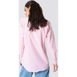 Trendyol Koszula boyfriend w paski - Pink. Różowe koszule damskie Trendyol, w paski, z tkaniny, z długim rękawem. W wyprzedaży za 50,48 zł.