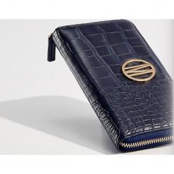 Portfel z wytłoczonym wzorem - Granatowy. Czerwone portfele damskie marki Mohito, z bawełny. Za 59,99 zł.