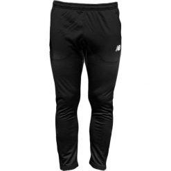 New Balance EMP6126BK. Czarne joggery męskie marki New Balance, na jesień, z dresówki. W wyprzedaży za 179,99 zł.