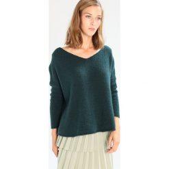 Swetry klasyczne damskie: American Vintage VACAVILLE Sweter perroquet