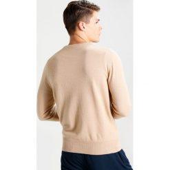 Swetry klasyczne męskie: Editions MR BOXY CREWNECK Sweter camel