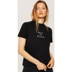 T-shirt z napisem - Czarny. Czarne t-shirty damskie House, l, z napisami. Za 29,99 zł.