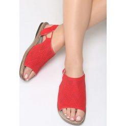 Czerwone Sandały Jasper. Czerwone sandały damskie marki Born2be, z materiału, na obcasie. Za 79,99 zł.
