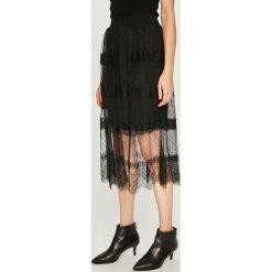 Answear - Spódnica. Szare spódniczki ANSWEAR, l, z koronki, midi, rozkloszowane. Za 129,90 zł.