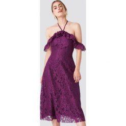 Trendyol Koronkowa sukienka z wiązaniem na karku - Purple. Szare sukienki koronkowe marki Trendyol, na co dzień, casualowe, midi, dopasowane. Za 242,95 zł.