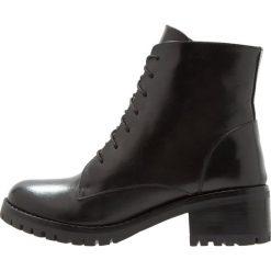 KIOMI Botki sznurowane black. Czarne buty zimowe damskie KIOMI, z materiału, na sznurówki. Za 509,00 zł.