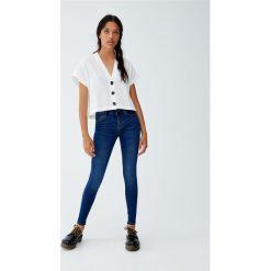Jeansy super skinny ze średnim stanem. Szare jeansy damskie skinny Pull&Bear, z jeansu. Za 79,90 zł.