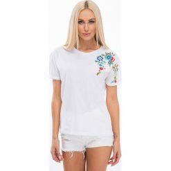 T-shirty damskie: Biały t-shirt z haftem 21603