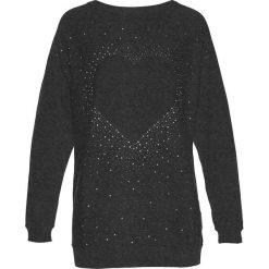 Długi sweter z aplikacją ze sztrasów w kształcie serca bonprix antracytowy melanż. Szare swetry klasyczne damskie bonprix, z dekoltem w łódkę. Za 89,99 zł.