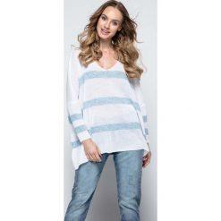 Paski damskie: Biały Oversizowy Sweter w Paski z Dekoltem w Szpic