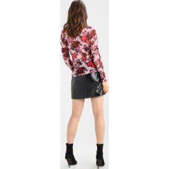 NAKD RUCHED SLEEVE TOP Bluzka z długim rękawem pink floral. Czerwone bluzki damskie NA-KD, xxs, z elastanu. Za 149,00 zł.