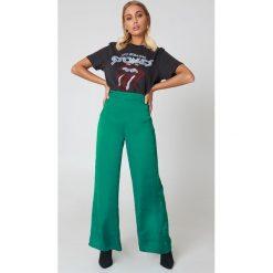 NA-KD Szerokie spodnie z satyny z wysokim stanem - Green. Zielone spodnie z wysokim stanem NA-KD, z poliesteru. W wyprzedaży za 60,98 zł.