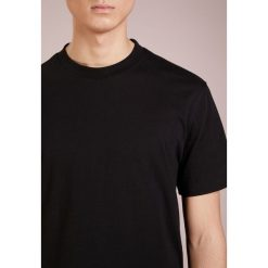 T-shirty męskie z nadrukiem: D.GNAK TAPES SHORT SLEEVES Tshirt z nadrukiem black