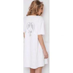 Koszula nocna Angel biała. Białe koszule nocne i halki marki Astratex, z nadrukiem, z bawełny. Za 103,99 zł.