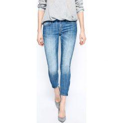 Lee - Jeansy Scarlett Cropped Blue Monday. Niebieskie jeansy damskie rurki Lee. W wyprzedaży za 229,90 zł.