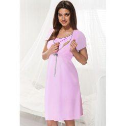 Różowa koszula nocna dla ciężarnych i karmiących Dorota. Czerwone bielizna ciążowa marki Astratex, w koronkowe wzory, z wiskozy. Za 91,99 zł.