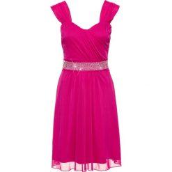 Sukienka koktajlowa z siatkowego materiału i dżerseju bonprix fuksja. Czerwone sukienki z falbanami marki Lemoniade, na imprezę, z satyny, z kopertowym dekoltem, z długim rękawem, kopertowe. Za 89,99 zł.