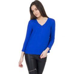 Szafirowa bluzka z dekoltem w literkę V BIALCON. Niebieskie bluzki na imprezę marki BIALCON, wizytowe, dekolt w kształcie v. W wyprzedaży za 90,00 zł.