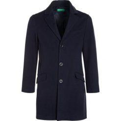 Benetton COAT BOY Płaszcz wełniany /Płaszcz klasyczny dark blue. Niebieskie płaszcze wełniane męskie marki Benetton, klasyczne. W wyprzedaży za 239,20 zł.