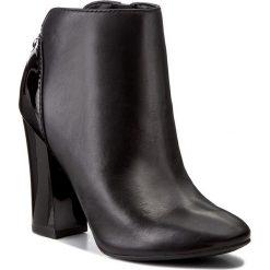 Botki GUESS - Luana FLLUA3 LEA09  BLACK. Czarne buty zimowe damskie marki Guess, z materiału, na obcasie. W wyprzedaży za 409,00 zł.