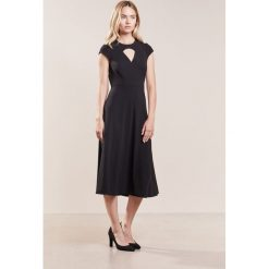LK Bennett DR CYRA Sukienka koktajlowa black. Czarne sukienki koktajlowe LK Bennett, z elastanu. W wyprzedaży za 619,50 zł.